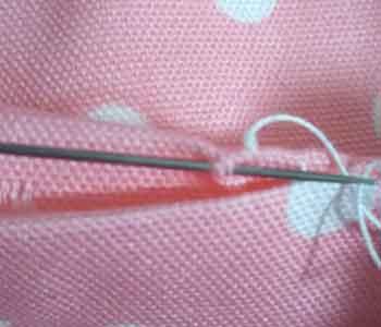 コの字綴じ(コの字縫い)の縫い方(縫い終わり玉止め)